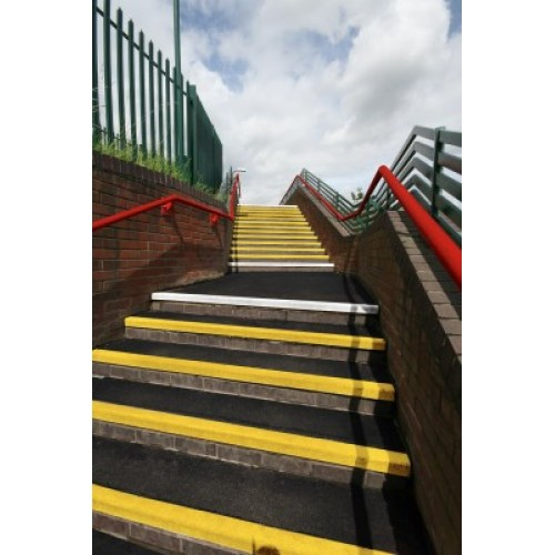 Coba - COBAGRiP Stair Treads - Safety Surface - Anti Slip - Black and Yellow